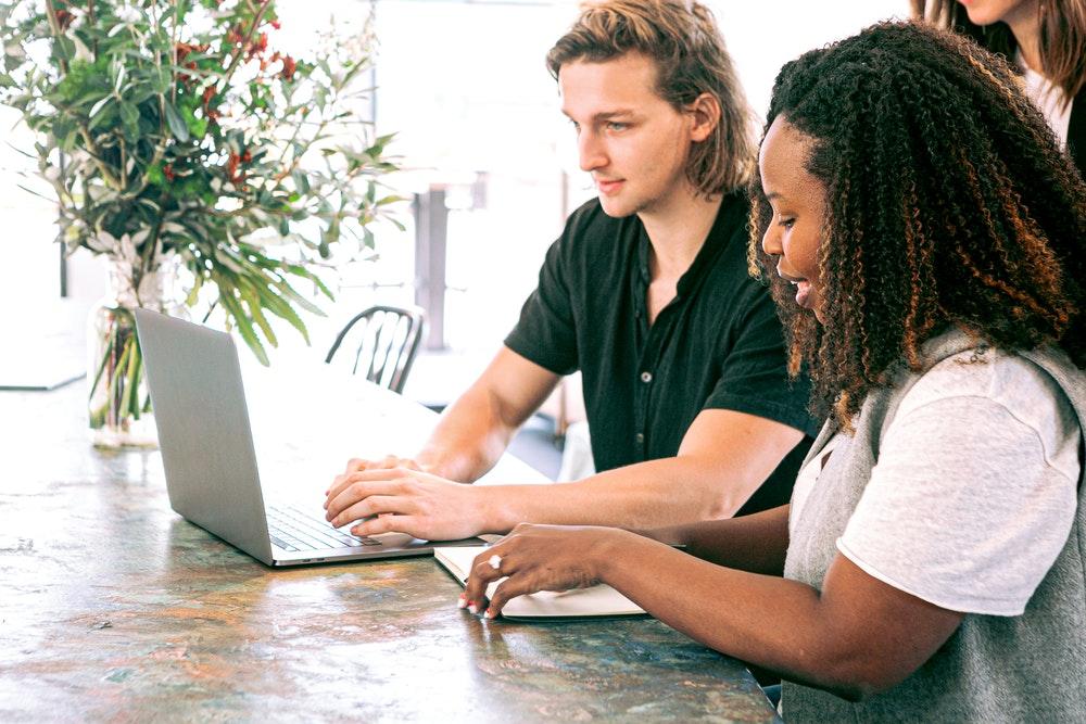 portails-de-formation-clients-ou-collaborateurs-2-faces-d'une-même-médaille